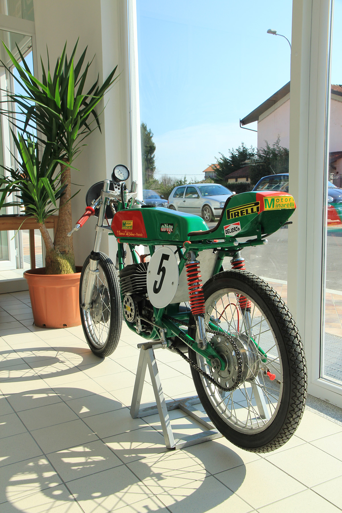 Img 7881 moto tech for Progettista di garage virtuale